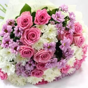 Сборный букет роз и хризантем с оформлением R342