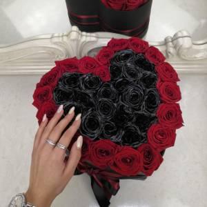 Сердце с черными розами R835