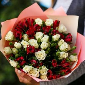 Сборный букет роз в красно-белых тонах R3012