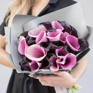 31 калла микс темные и розовые с оформлением R759