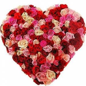 Букет 101 роза микс в виде сердца R388