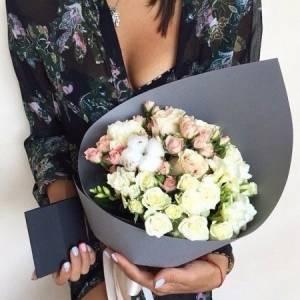 Сборный букет с белыми розами R422
