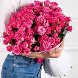 Большой букет 51 кустовых розовых роз с упаковкой R485