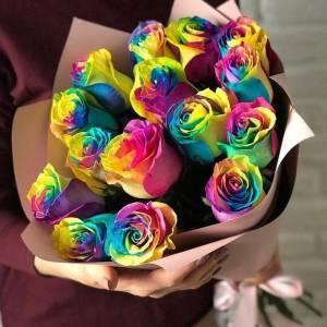 Букет 15 радужных роз в крафте R805