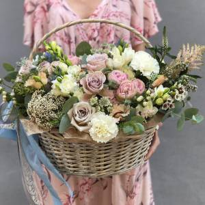 Сборная корзина с пионовидными розами R283